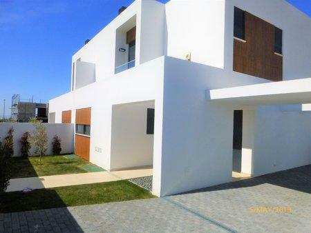 Image 1, 5 Bedroomed Townhouse : AVM203