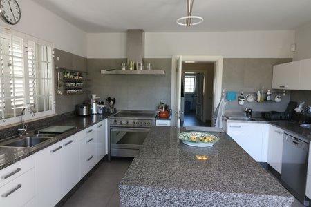 Image 5, 4 Bedroomed Villa : JV10383