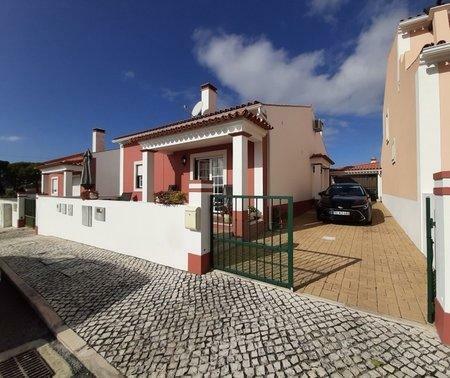 Image 1, 3 Bedroomed Villa : AV2021