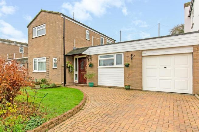 3 bedroom detached house for sale in Bond Close, Knockholt, Nr