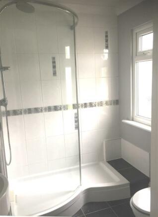 56 Greenview shower roomA.jpg