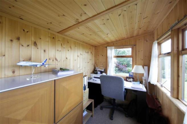 TIMBER CONSTRUCTED HOME OFFICE