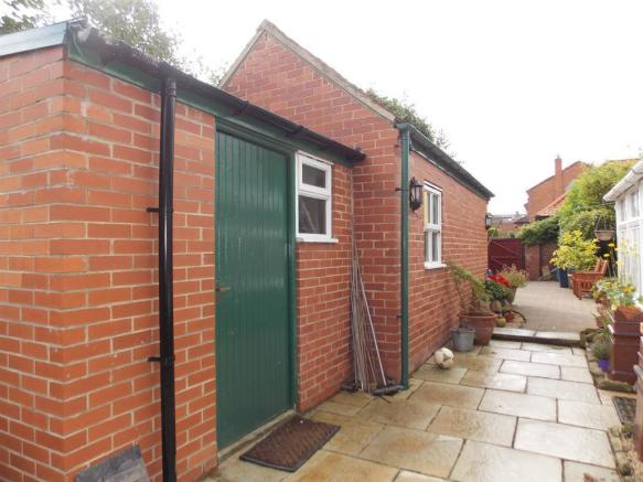 Garage & Outbuilding