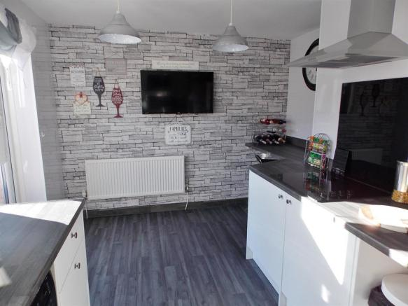 Kitchen to Breakfasting Area