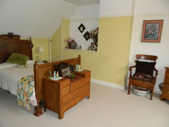 Bedroom 1 Photo 2