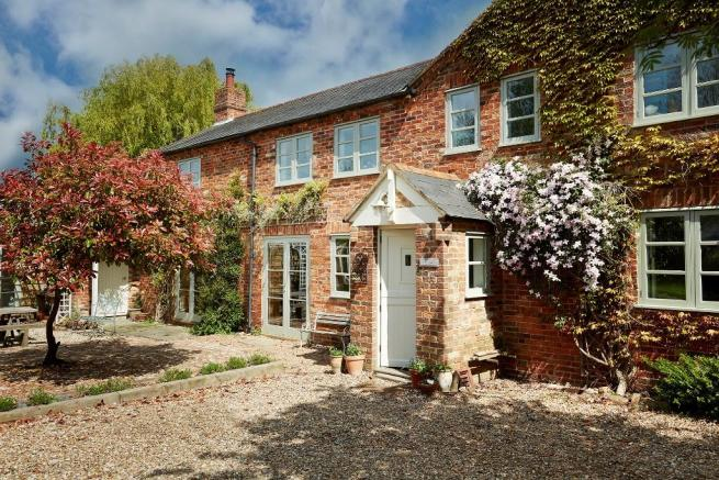 6 bedroom detached house for sale in Cooks Wharf, Pitstone