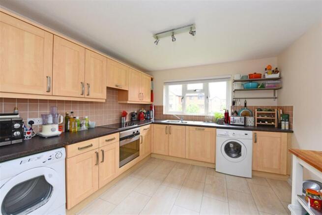 Fully fiited kitchen