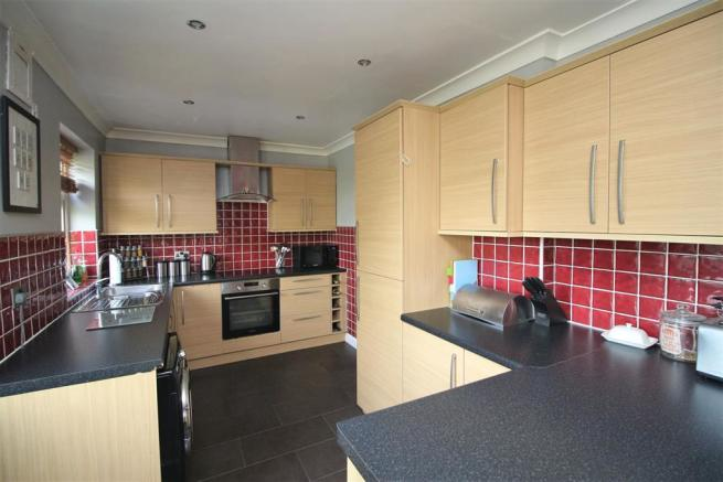 Extensive Dining Kitchen