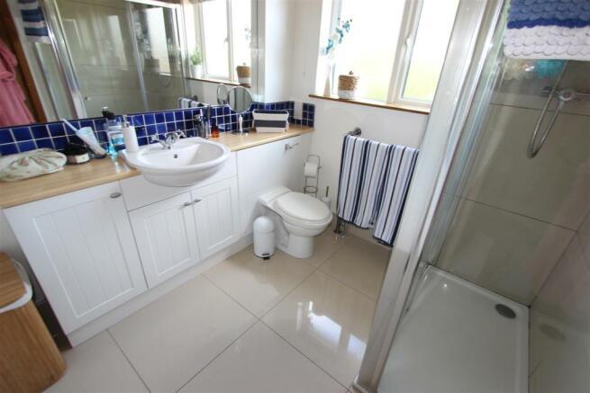 En-Suite Dressing Area & Shower Room
