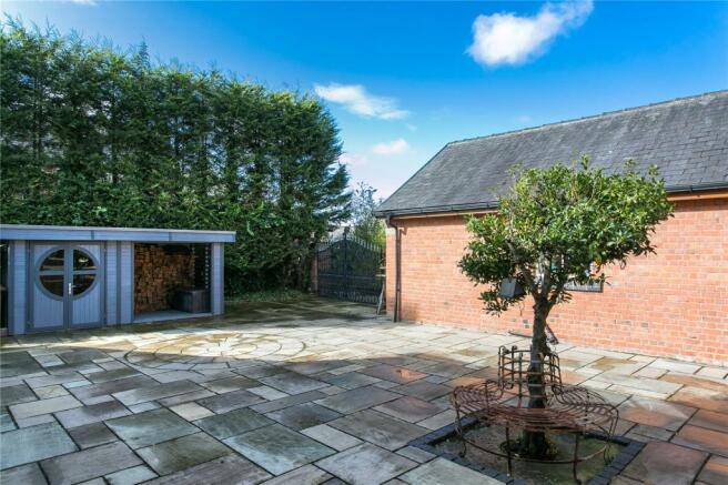 Delightful Courtyard