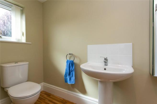 Annexe 2nd Cloakroom