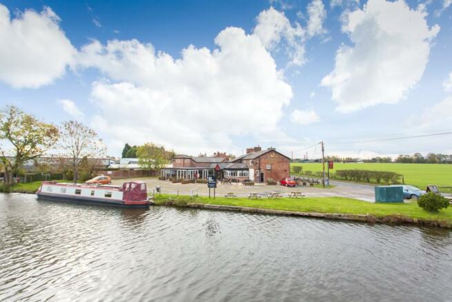 Canal - Farmers Arms