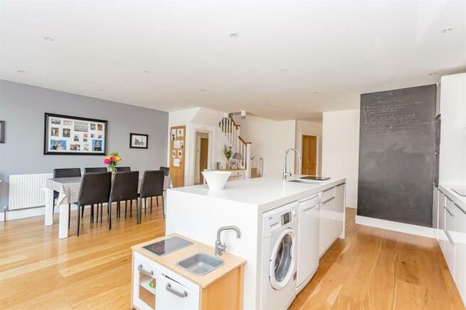 house-langley-avenue-worcester-park-1007.jpg