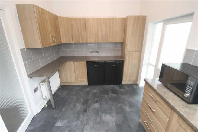 ADDITIONAL KITCHEN PICTURE