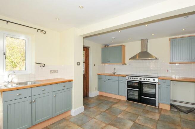Excellent kitchen with Range oven