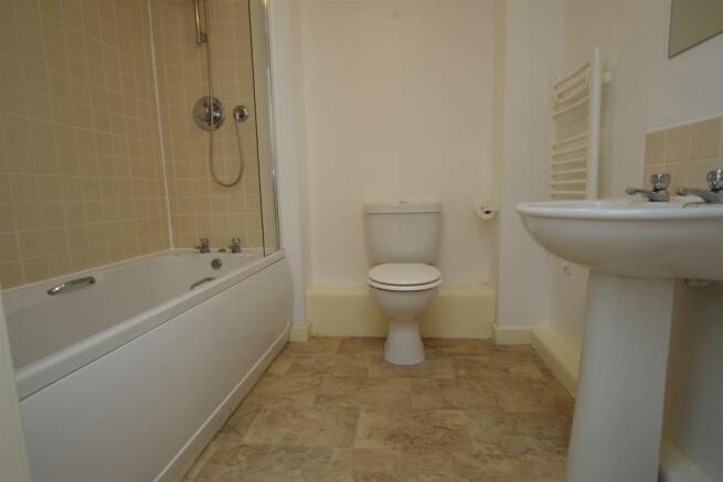 Bathroom 7'0 (2.13m)