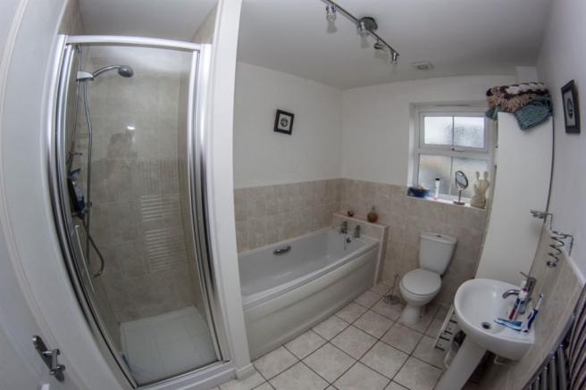 Main Bathroom.png