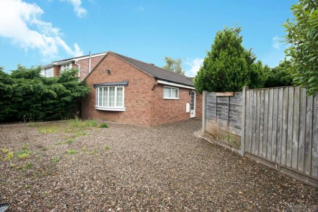 2 bedroom detached bungalow for sale in dudley close, worcester, worcester, hereford and worcester, wr2