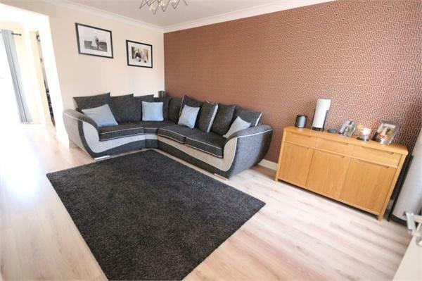 Lounge facing