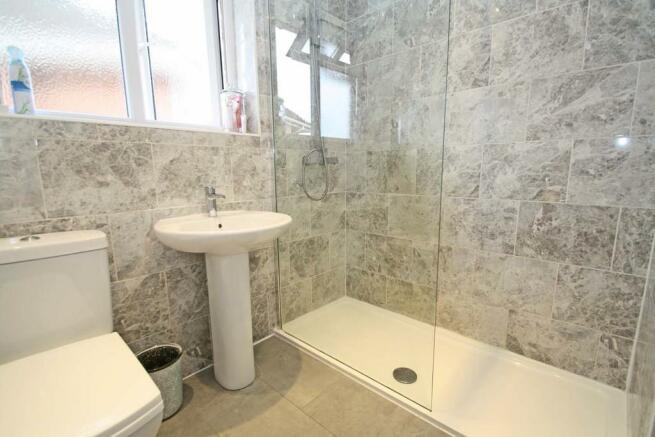 Modern Shower Roo...