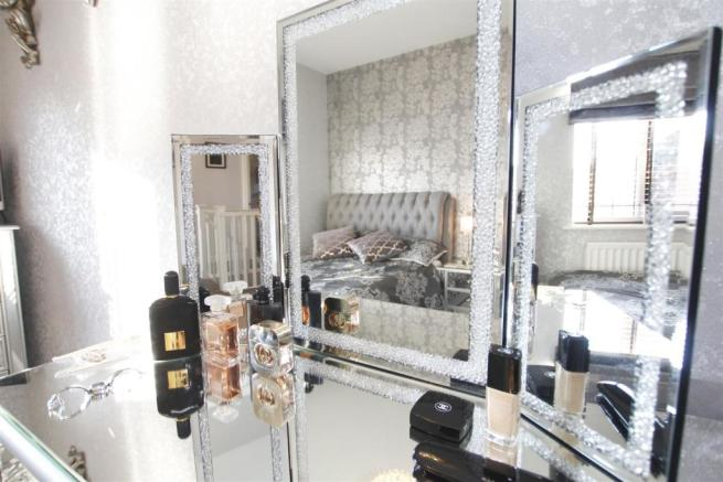 Bedroom3 mirror.jpg