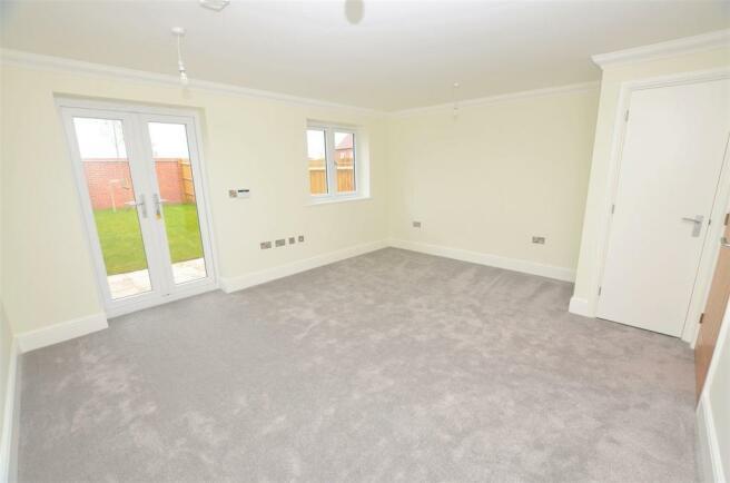 living room DSC_0010.jpg