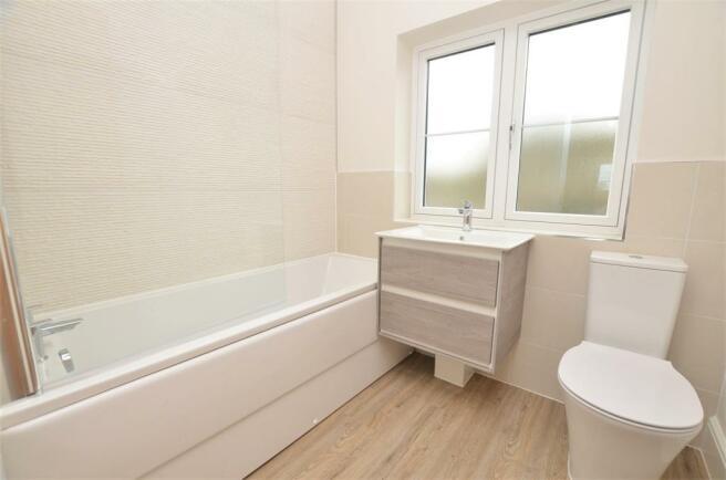 bathroom DSC_0018.jpg