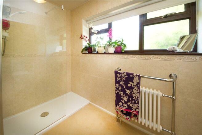 06 Shower Room
