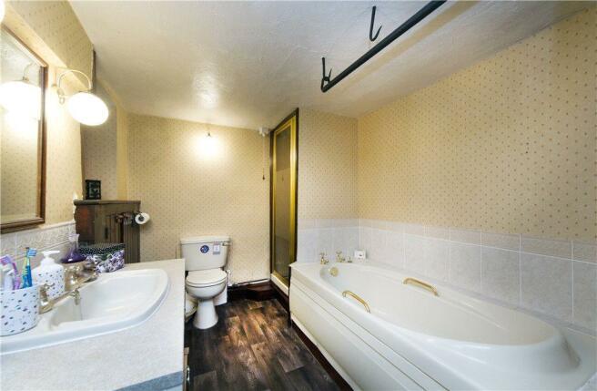 08 Bathroom