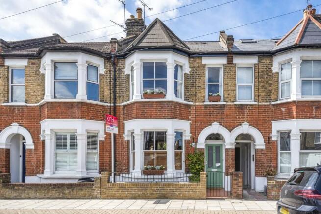 3 bedroom terraced house for sale in Steerforth Street