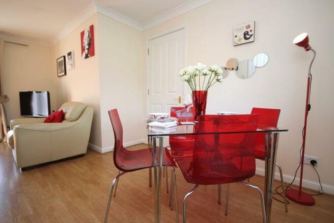 Lounge/Diner (2)