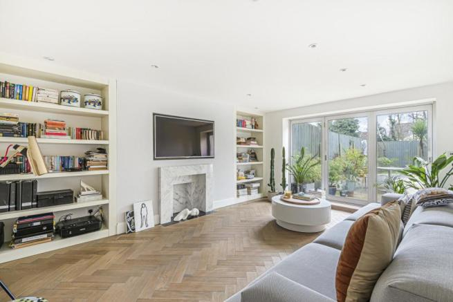 2 bedroom flat for sale in Colney Hatch Lane, Muswell Hill ...