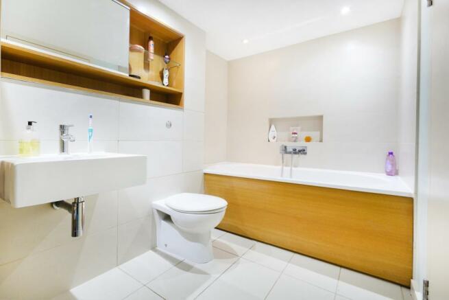 bathroom ()