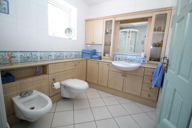 GF Shower Room2