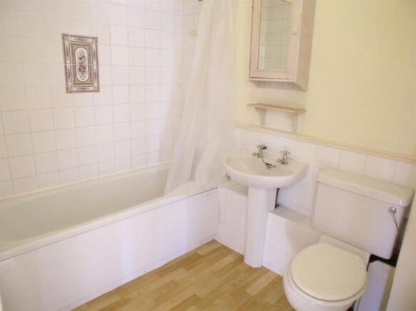 1 French Gardens Bathroom.jpg