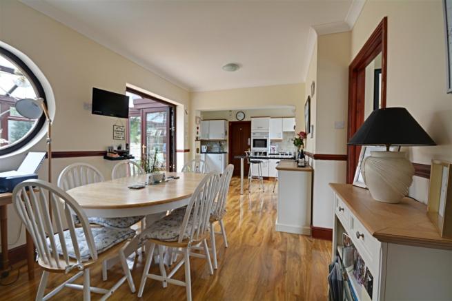 Large Kitchen/Breakfast Room
