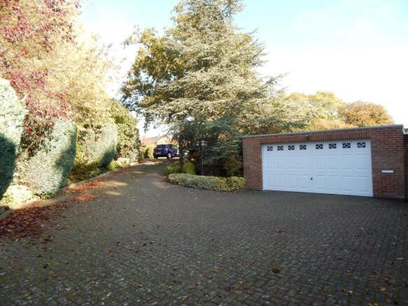 front garden/drivewa