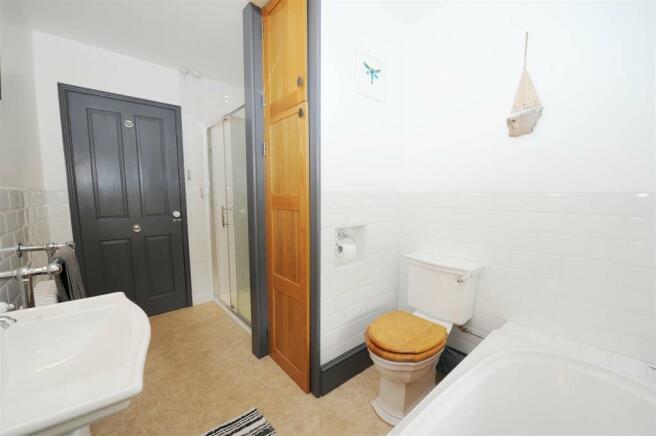 House BATH/SHOWER ROOM