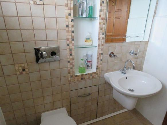 Flat 2 Bathroom