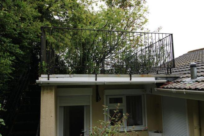 Balcony structure