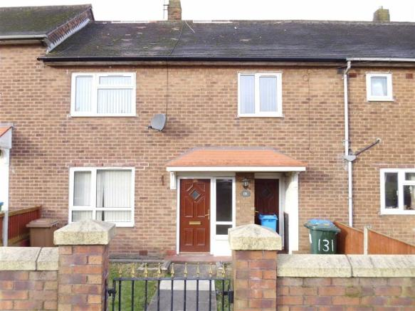 3 bedroom town house to rent in latrigg crescent  langley 3 bedroom house for sale in middleton manchester