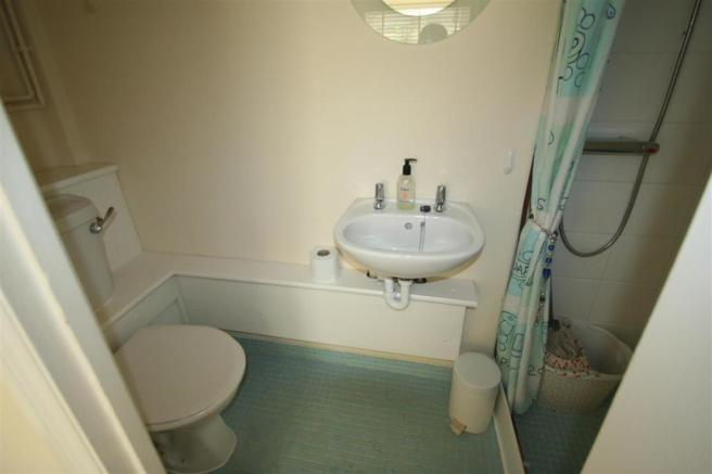 Shower/Cloakroom wc