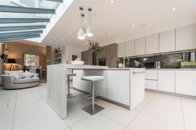 5e466f05ae 4 bedroom end of terrace house for sale in Priory Park Road