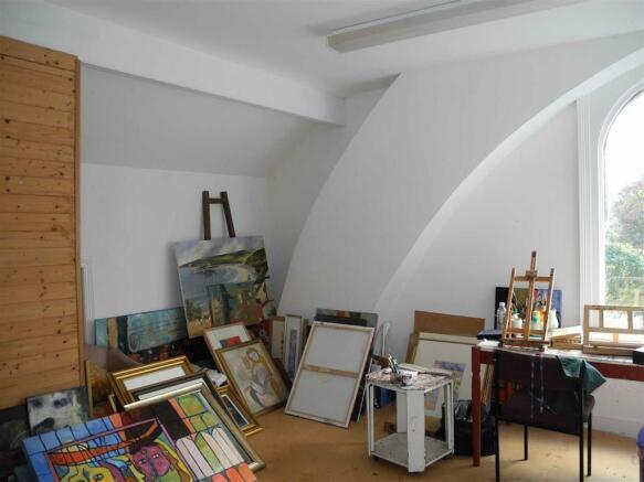STUDIO (BEDROOM SEVEN)