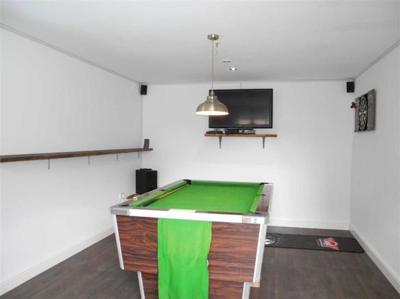 ENTERTAINMENT/GAMES ROOM