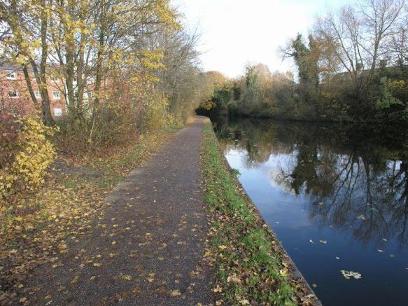 Pretty Canal A...