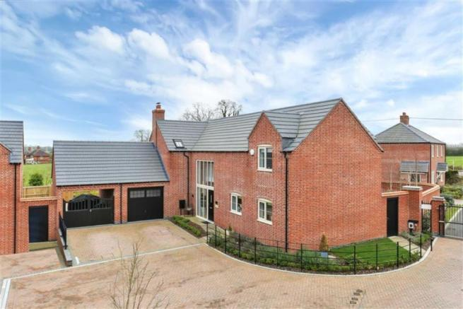 4 bedroom detached house for sale in Briar Rose Close, North ...