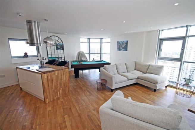 3 bedroom flat for sale in altolusso, cardiff, cf10