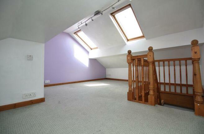 Loft Room / Gu...