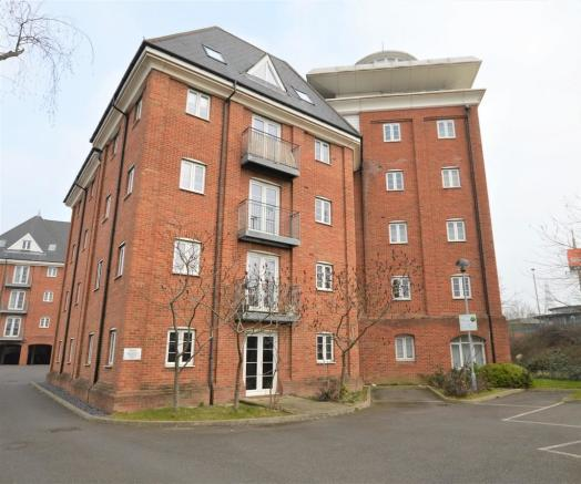 2 Bedroom Apartment For Sale In Hardie's Point, Colchester